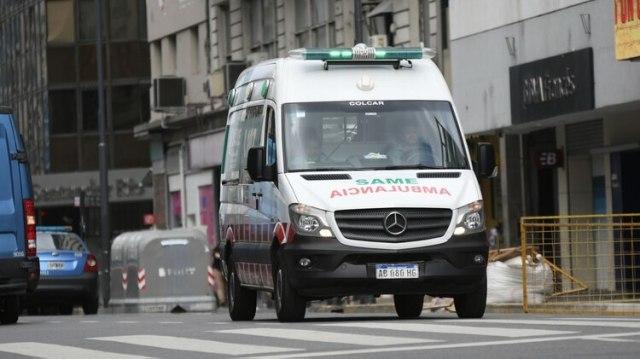 Al lugar acudieron varias dotaciones de bomberos y ambulancias del Same (Manuel Cortina)
