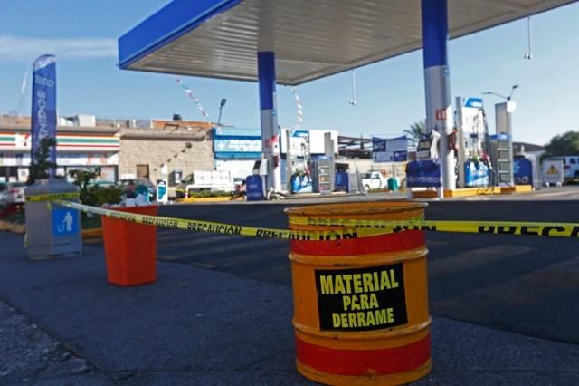 El estado de Jalisco se suma a las entidades que padecen la escasez de gasolina a causa de los problemas en el suministro de Petróleos Mexicanos (PEMEX), por lo que se pueden observar largas filas en las gasolineras donde todavía ahí el hidrocarburo (Foto: FERNANDO CARRANZA GARCIA / CUARTOSCURO.COM)
