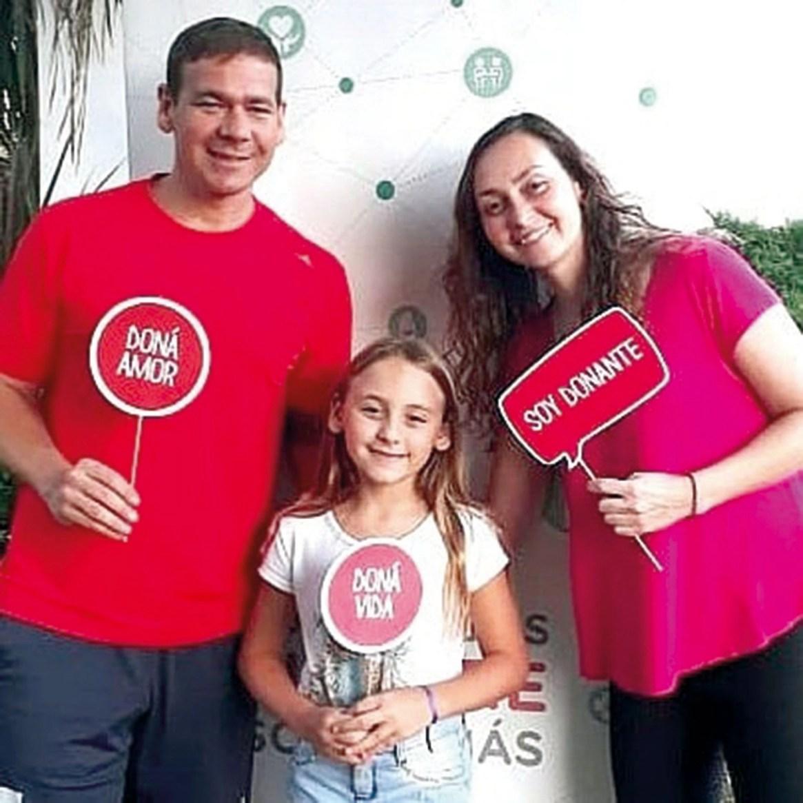 Junto a su hermana Vanina y su sobrina Maite, apoyando la donación de órganos.