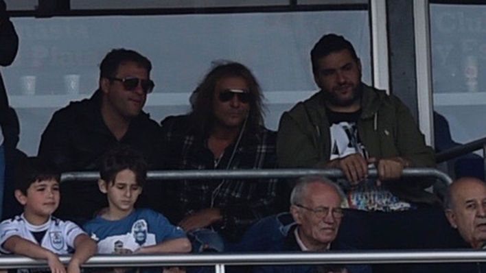 Claudio Paul Caniggia en la cancha de Gimnasia para ver a Maradona