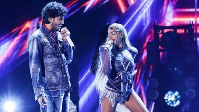 Danna Paola y Sebastián Yatra avivaron el rumor de un romance con su presentación a dueto en los Premios Juventud (Foto: Twitter @PremiosJuventud)