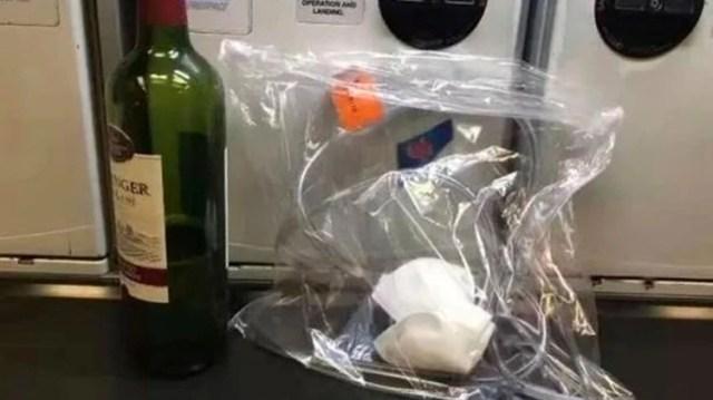 El médico retiró unos 800 mililitros de orina, depositada en diferentes envases (Foto: Especial)