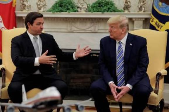 Trump con el gobernador de Florida, Ron DeSantis, el 28 de abril de 2020 (REUTERS/Carlos Barria)