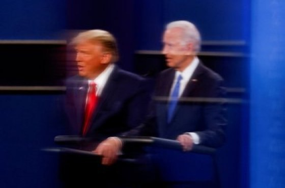 FILE PHOTO: President Donald Trump and then Democratic presidential candidate Joe Biden in 2020 second campaign debate at Belmont University in Nashville, Tennessee (REUTERS / Mike Segar)