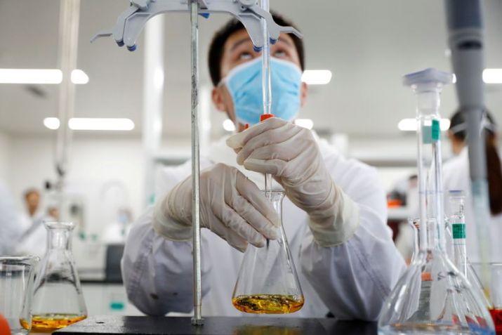 FOTO DE ARCHIVO: Un laboratorio de Sinovac Biotech en Pekín, China, el 24 de septiembre de 2020. REUTERS/Thomas Peter
