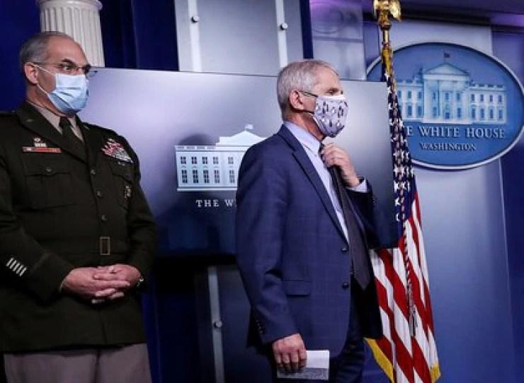 El epidemiólgo Anthony Fauci, asesor de la Casa Blanca, se mostró esperanzado por los buenos resultados preliminares de varias vacunas - REUTERS/Leah Millis/File Photo