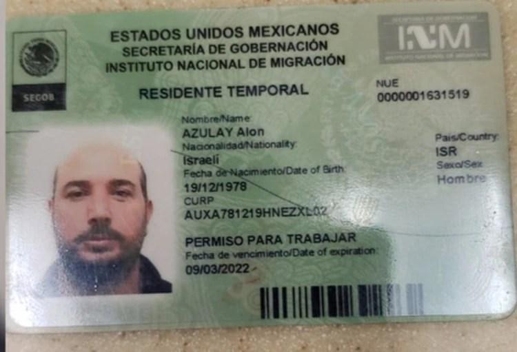 La visa de trabajo de una de las víctimas del ataque en la Plaza Artz Pedregal (Foto: Especial)