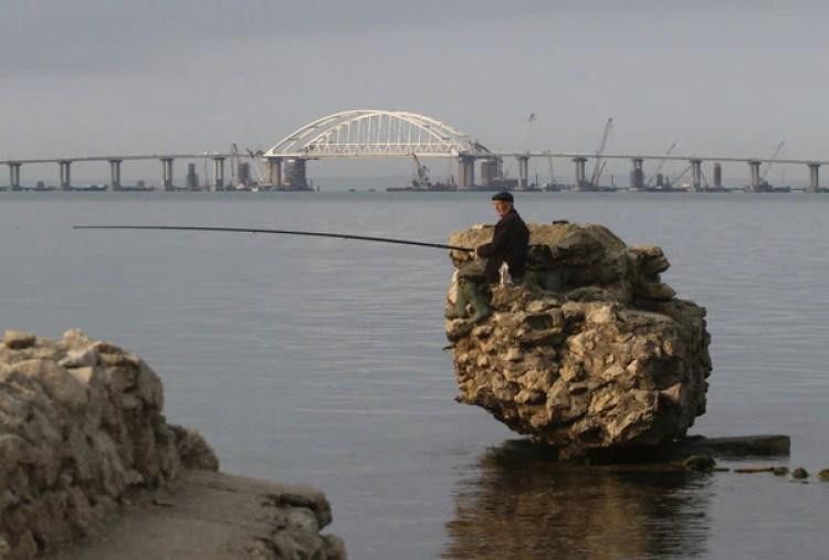 El gobierno de Ucrania, que considera ilegal la anexión de Ucrania, se opuso a la megaobra (Reuters)