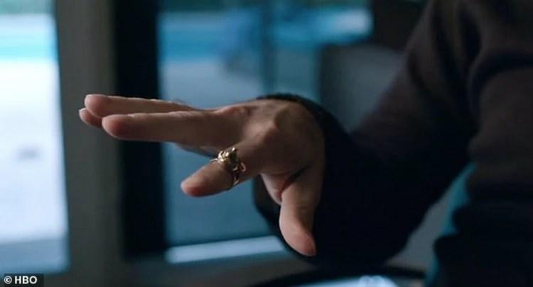 Safechuck mostró una de las joyas que le dio Jackson (Captura)