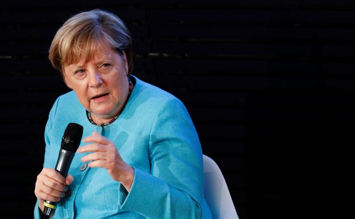 La canciller alemana Angela Merkel habla junto al ex presidente del Consejo de la UE Donald Tusk durante un evento de la Fundación Konrad Adenauer en Berlín, Alemania, el 10 de septiembre de 2020 (Reuters/ Michele Tantussi/ Pool)