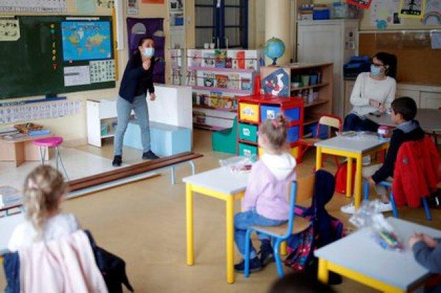 El debate sobre la reapertura de instituciones educativas se da en todo el mundo luego del cierre masivo por la pandemia de coronavirus. En la foto una escuela en Nantes, Francia (Reuters)
