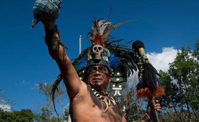 """Aunque fueron varios los días en los que su ánimo decayó, Tuz pronto se dio cuenta de que eran más los que lo apoyaban y asegura que él está muy """"orgulloso de poder hablar maya"""". (Foto: EFE)"""