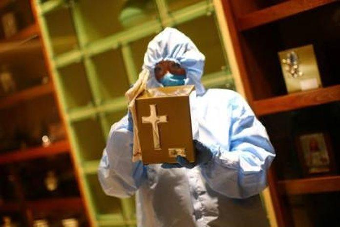 El subsecretario dijo en una entrevista que entre el 50 y 70% de las personas graves de COVID-19 podrían perder la vida en la pandemia, es decir, un estimado de entre 6 mil y 8 mil personas (Foto: Reuters/Edgard Garrido)