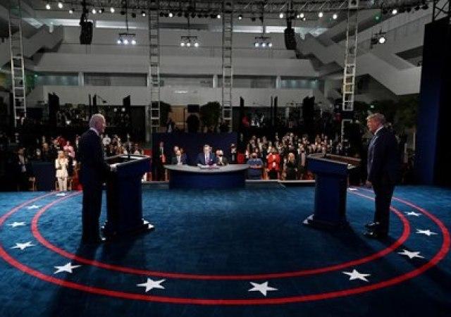 """El segundo debate iba a tener el formato """"town hall"""", respondiendo a preguntas del público (Reuters)"""