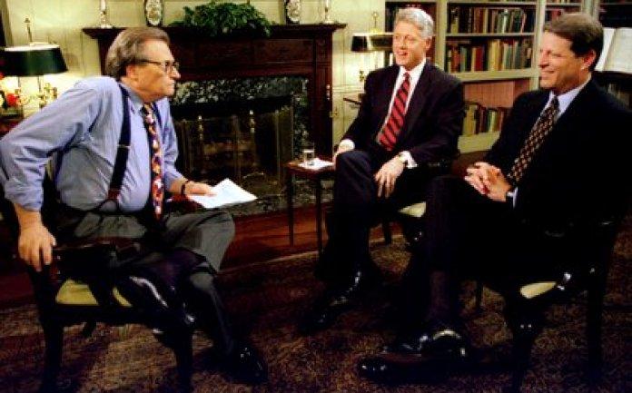 Larry King junto a Clinton y Al Gore en 1995 (REUTERS)