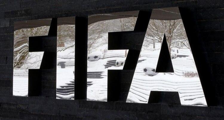 Imagen de archivo del logo de la FIFA en la sede de la entidad en Zúrich, Suiza. 10 de enero, 2017. REUTERS/Arnd Wiegmann