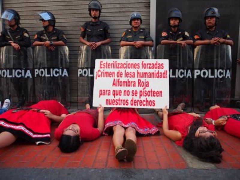 Manifestación por los derechos de las mujeres y contra las esterilizaciones forzadas en Perú (Europa Press)