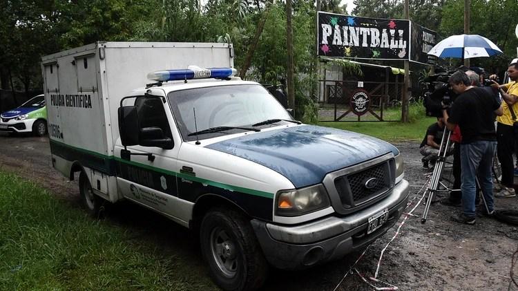 El cuerpo de Jaitt es trasladado por la divición de policía científica de la Policía Bonaerense (Foto: Nicolás Stulberg)