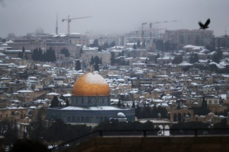 Snow on the roofs of Jerusalem and on the Dome of the Rock, February 18, 2021. REUTERS / Ronen Zvulun