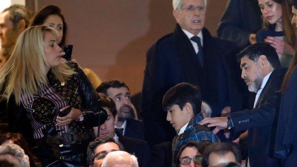 Maradona en su llegada al Bernabéu para ver el partido (AP)