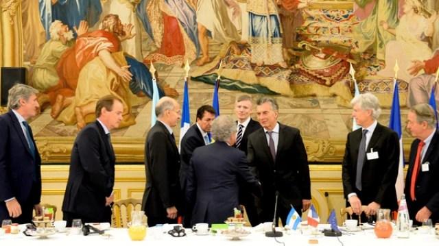 El presidente Mauricio Macri compartió esta mañana un desayuno de trabajo con representantes de firmas agrupadas en el Movimiento de Empresas de Francia (MEDEF). La reunión se realizó en el Cercle de L ́Union Interalliée, en París (Presidencia)