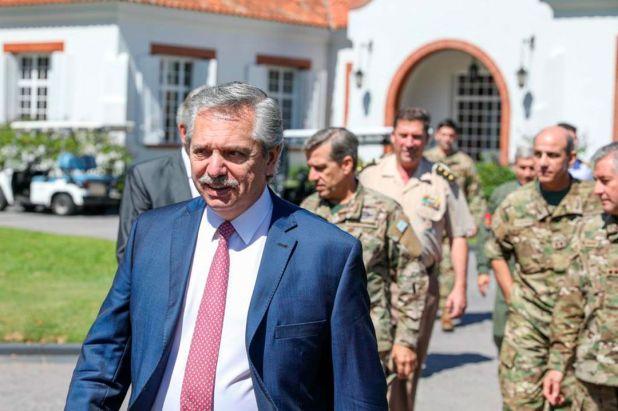 Alberto Fernández recibió a 14 altos oficiales de las Fuerzas Armadas en la quinta de Olivos para analizar los planes de prevención del coronavirus