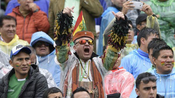 En las tribunas del Hernando Siles hubo mucho color (AFP)