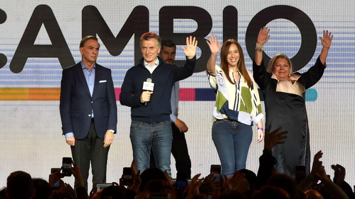 Mauricio Macri en el escenario de Costa Salguero el domingo a la noche