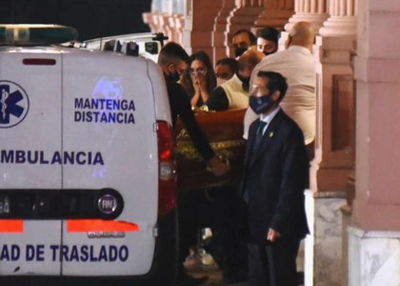 A primera hora de la madrugada los restos del ídolo mundial llegaron a Casa Rosada (Foto: Reuters)