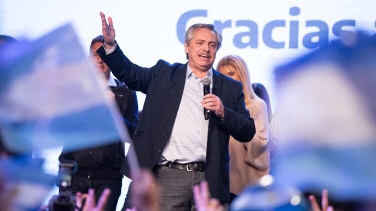 Alberto Fernández en la celebración de la victoria