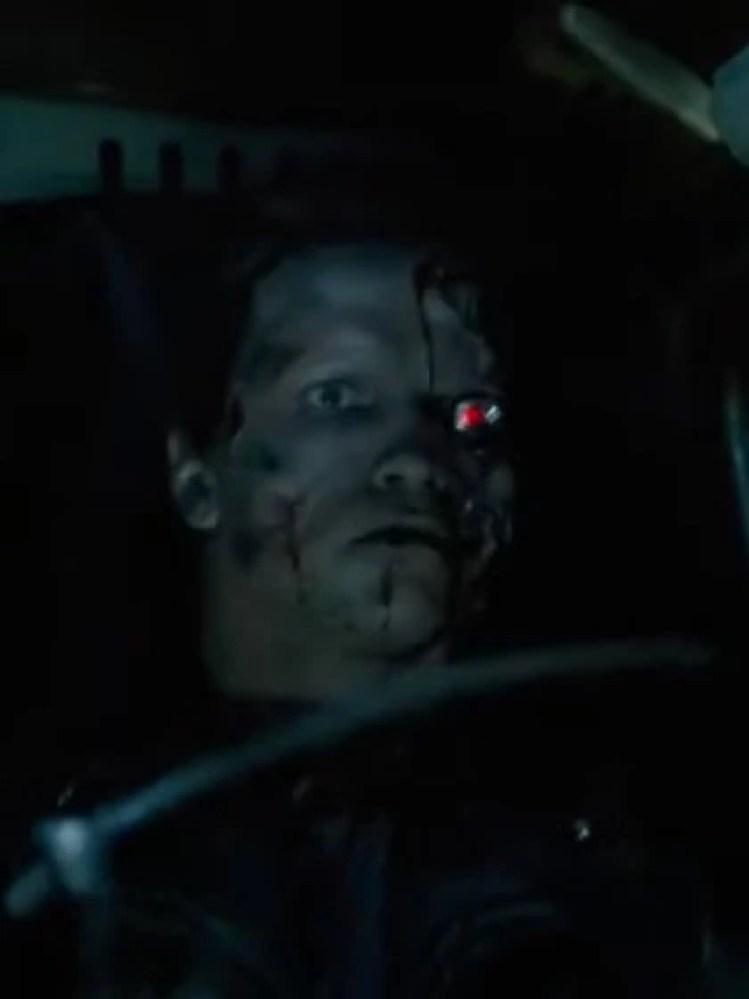 """Describió que los robots tenían cuerpos metálicos, eran más grandes que un humano pero tenían caras similares, aunque únicas en cada uno de ellos Foto: (Captura de pantalla película """"Terminator"""")"""