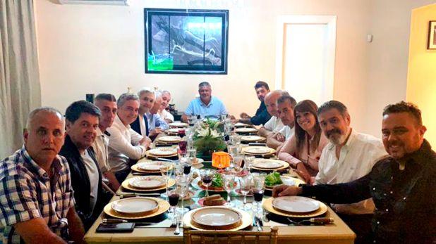 La reunión en la casa de Tapia de la que participó Tinelli y otros 13 dirigentes de Primera (@TovigginoPablo)