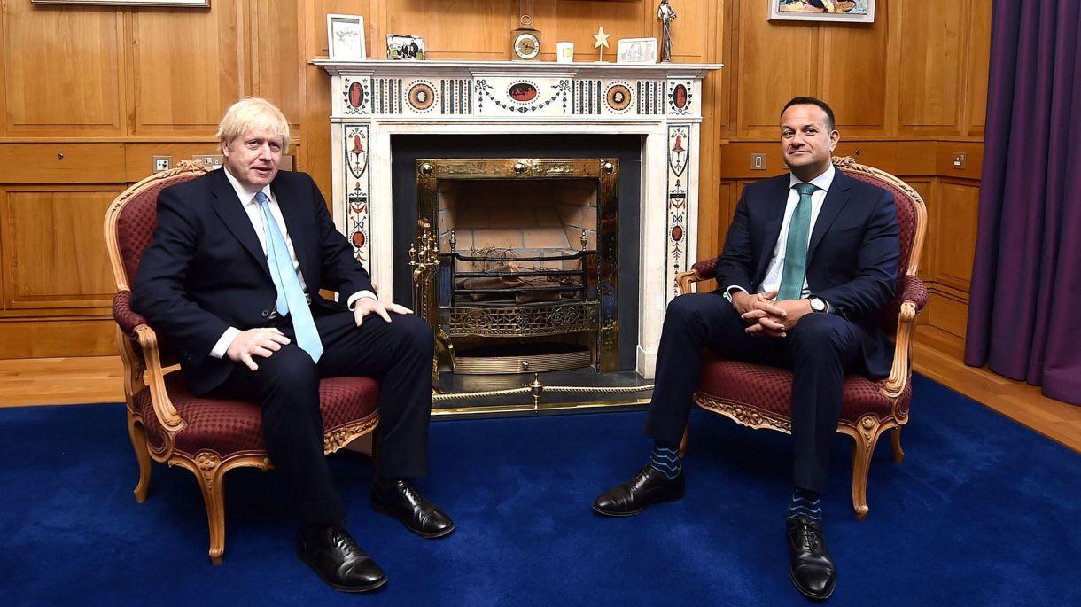 Boris Johnson y el Taoiseach irlandés Leo Varadkar durante la reunión que mantuvieron en Dublín el 9 de septiembre de 2019 (Charles McQuillan/Pool via REUTERS)