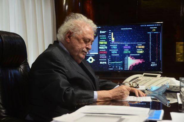 Ginés González García en su despacho