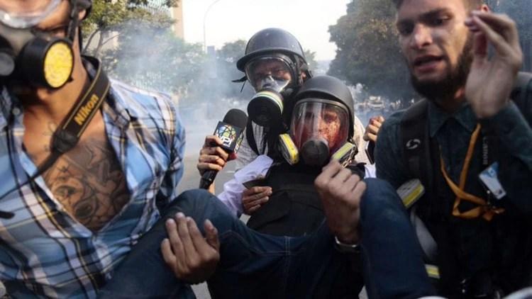Un periodista herido en una de las manifestaciones contra el régimen de Maduro