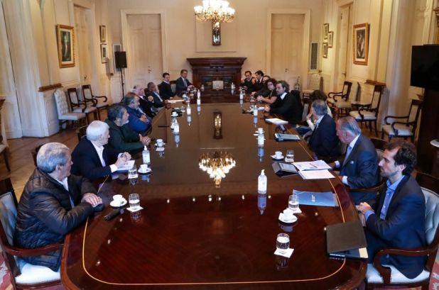 El comité de crisis que conforman el Gobierno, la UIA, la CAC y la CGT