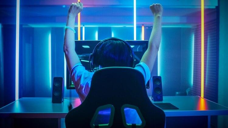 Los argentinos destinan su tiempo libre a jugar videojuegos. Muchos de ellos lo convierten en su profesión (Shutterstock.com)