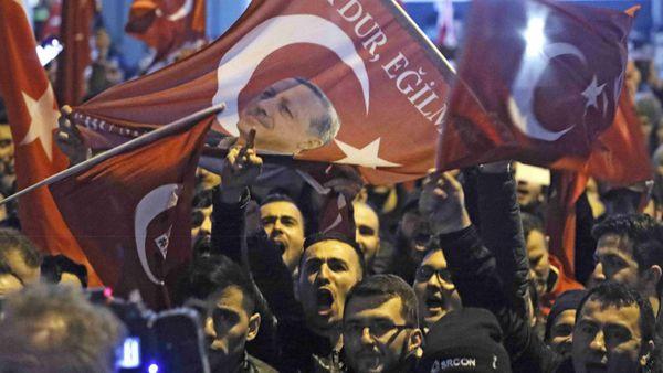 El presidente Erdogan impulsa con mitines y manifestaciones un referéndum constitucional para otorgar mayores poderes a la presidencia