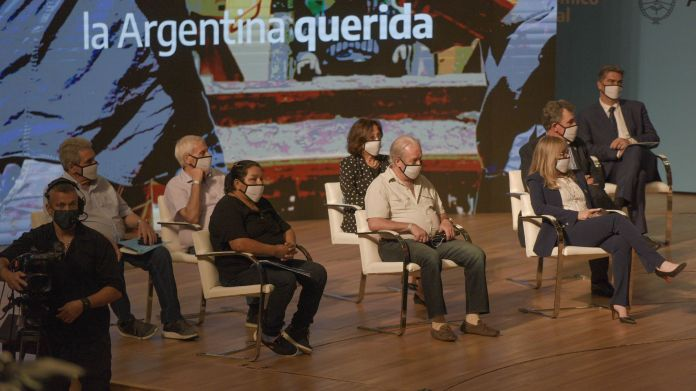 Alberto Fernández - Consejo Económico y Social junto a los gobernadores - en el CCK