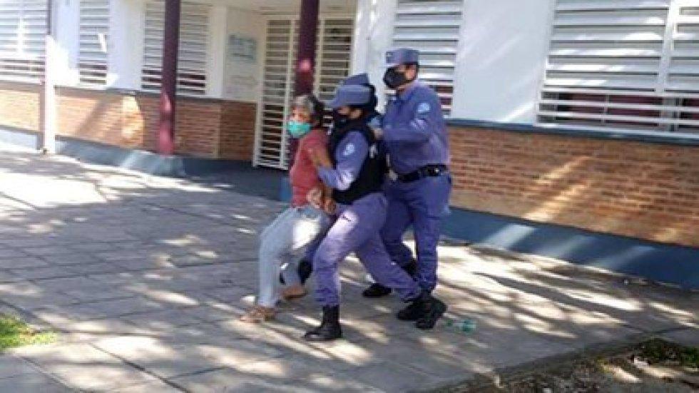 """Así se llevaban a Gabriela Neme a la comisaría por """"instigación pública"""""""