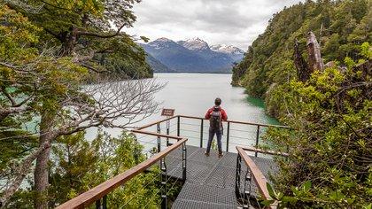 El Bolsón es una localidad argentina situada en la provincia de Río Negro, en el norte de la Patagonia, a orillas del río Quemquemtreu (Secretarías de Turismo de Esquel y El Bolsón)