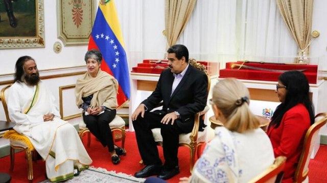 La reunión de Maduro con Ravi Shankar en Miraflores