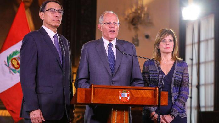 Pedro Pablo Kuczynski junto a Martín Vizcarra y Mercedes Aráoz durante un discurso en el Palacio Presidencial (Reuters)