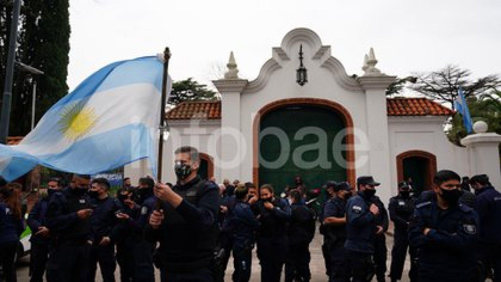 Protestas de la Policía bonaerense frente a la Quinta Presidencial