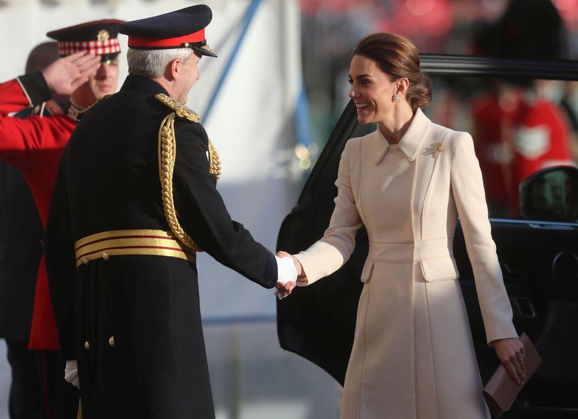 Se trató de un broche con forma de trébol, que diseñó Cartier en 1961 para la familia real británica