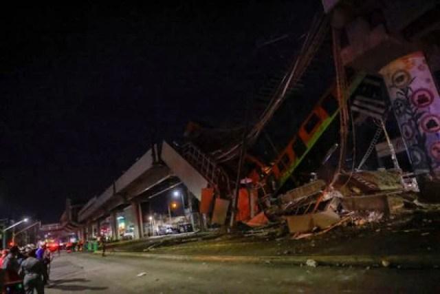 El sitio donde un paso elevado de un metro colapsó parcialmente con vagones de tren sobre él se ve en la estación de Olivos en la Ciudad de México, México, 4 de mayo de 2021. REUTERS / Carlos Jasso