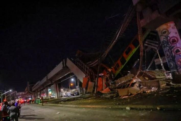 El sitio donde un paso elevado de un metro colapsó parcialmente tras el paso del tren. Sobre él se ve la estación de Olivos, en la Ciudad de México, el 4 de mayo de 2021 (Reuters/ Carlos Jasso)