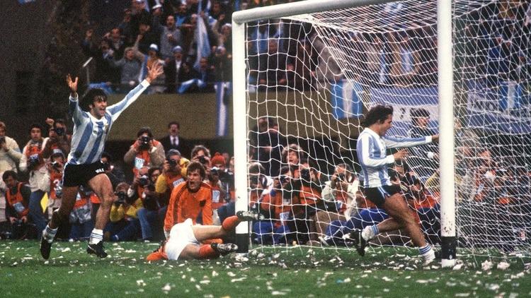 Junio y julio fueron meses de fiesta en todo el país. Se llevó a cabo el campeonato mundial de fútbol 1978 y la Argentina se distraía al compás del equipo de César Luis Menotti (AFP)