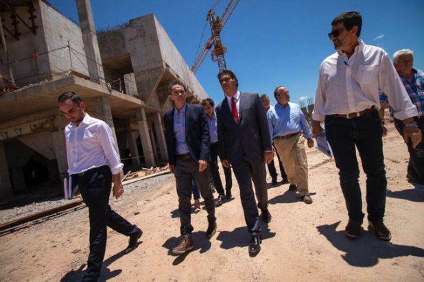 El ministro de Obras Públicas, Gabriel Katopodis, junto al gobernador del Chaco, Jorge Capitanich