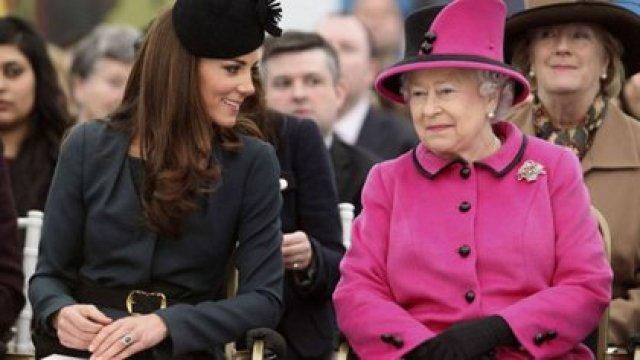 Isabel II con Kate Middleton, duquesa de Cambridge y futura reina consorte